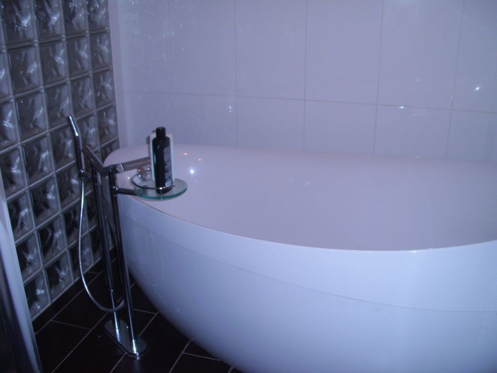 installation d 39 une baignoire design sur marseille 13013 plomberie navarro. Black Bedroom Furniture Sets. Home Design Ideas