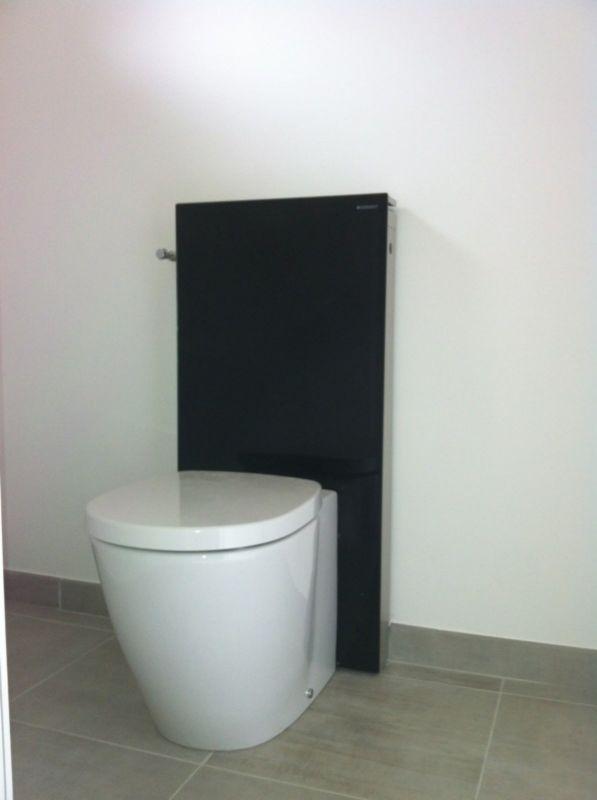 pose d 39 un wc moderne de marque g berit r alis e allauch entre aix en provence et aubagne. Black Bedroom Furniture Sets. Home Design Ideas